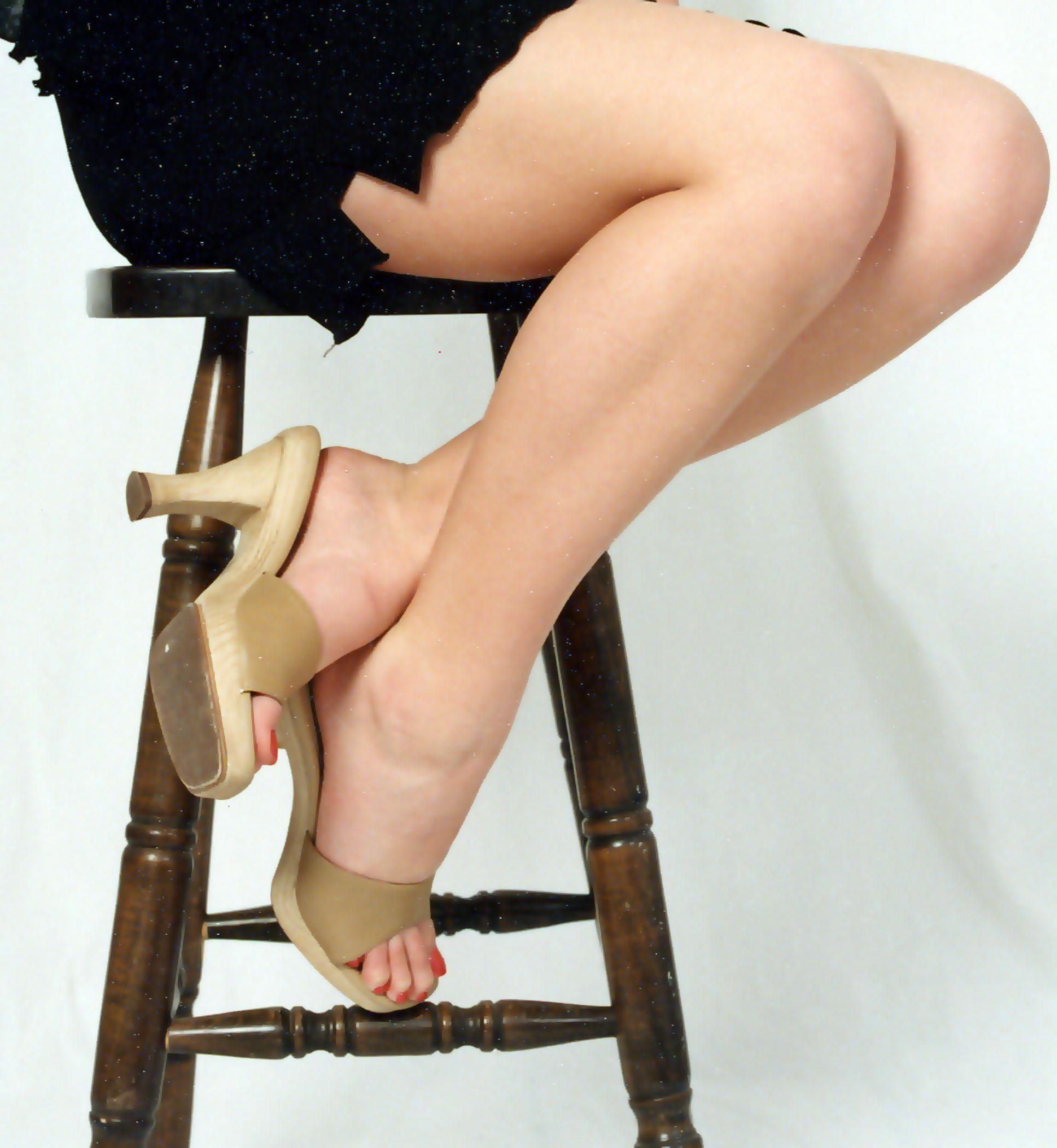 http://www.jarreauphotography.com/just_legs_ash.JPG